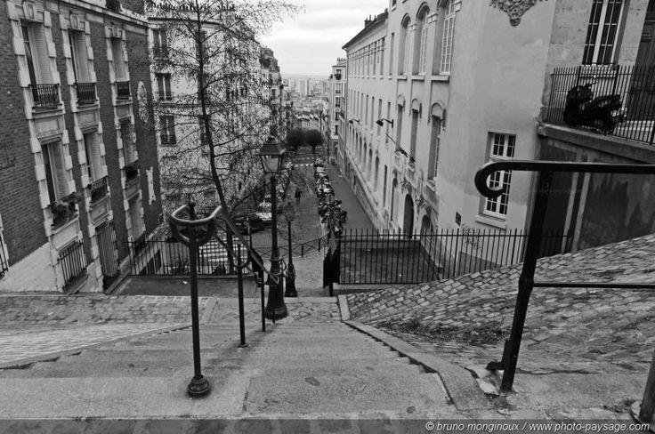 Les rues de Montmartre en noir et blanc 06 - Paris, France