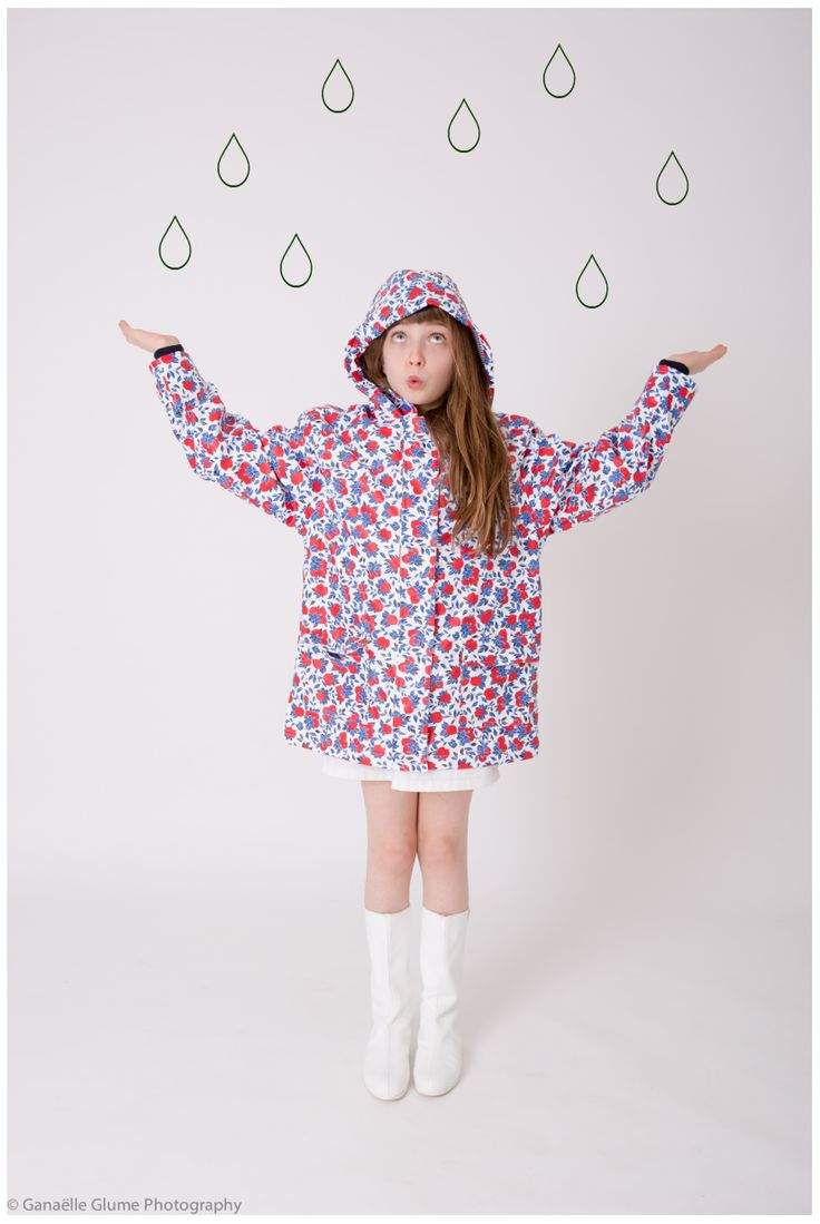 Our girl's red lemon print raincoat on Mon Bo Petit Monde - http://www.petit-bateau.fr/?CMP=SOC_11732SOU=TYP=SOCKW=pinterest #petitbateau #raincoat #monbopetitmonde