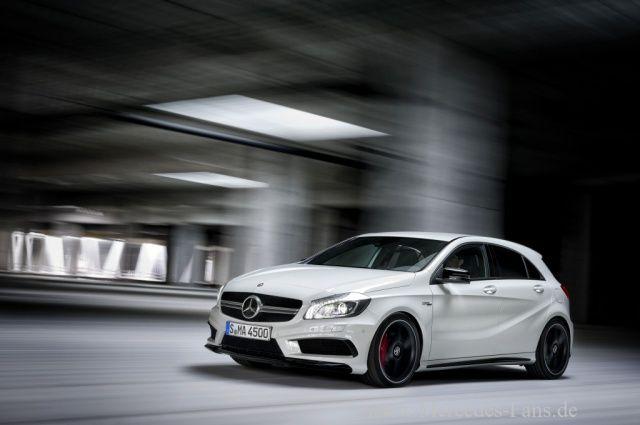 A wie Attacke: Starkes Debüt des Mercedes A45 AMG : Stärkster Serien-Vierzylinder-Turbomotor der Welt: Die AMG gepowerten A-Klasse markiert eine neue Ära für die Marke mit dem Stern - Sternstunde - Mercedes-Fans - Das Magazin für Mercedes-Benz-Enthusiasten