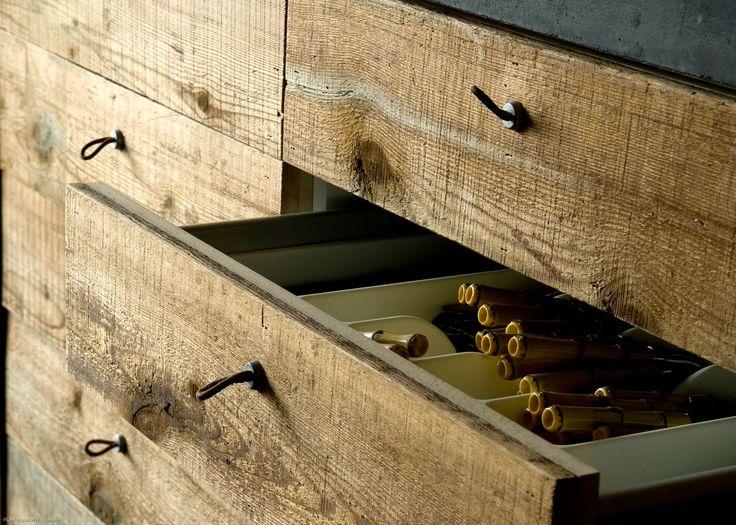 Bardage vieux bois, marron brossé brut, issu de vieilles granges du Canada, La Parqueterie Nouvelle