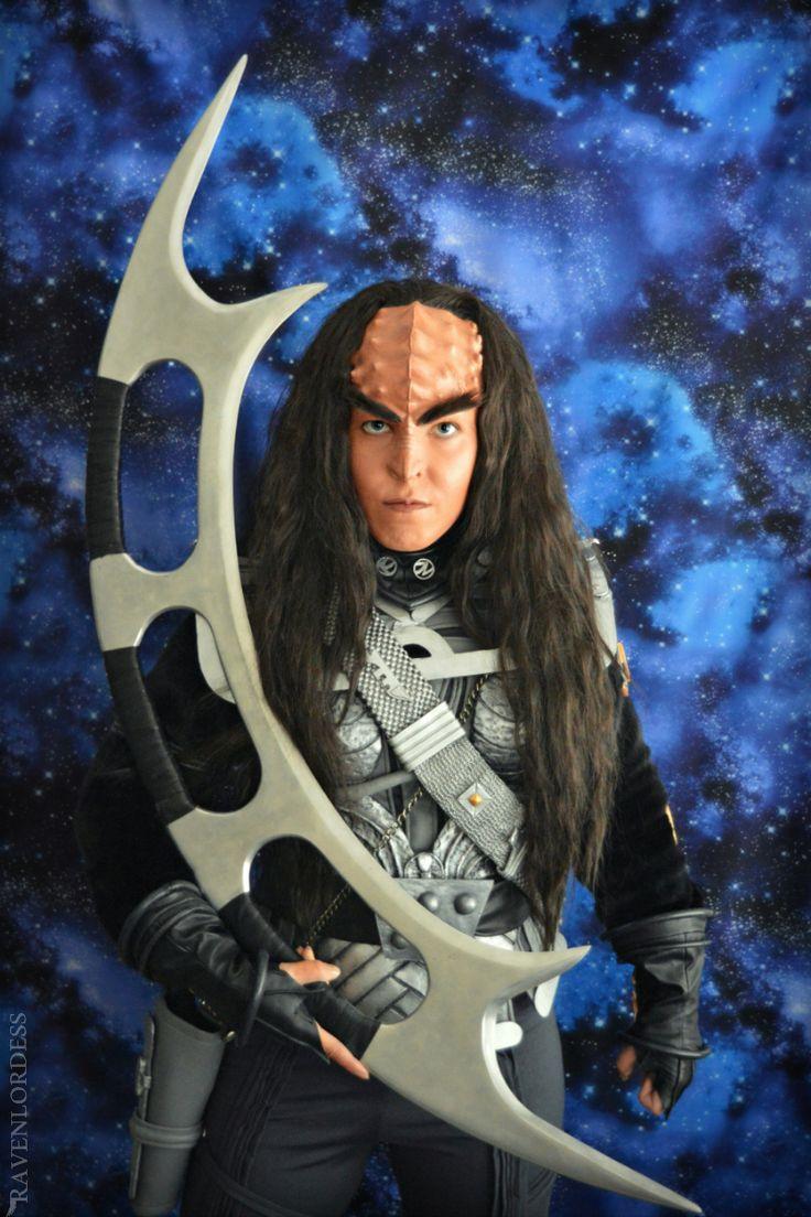 Klingon warrior with bat'leth - Star Trek - A female Klingon warrior