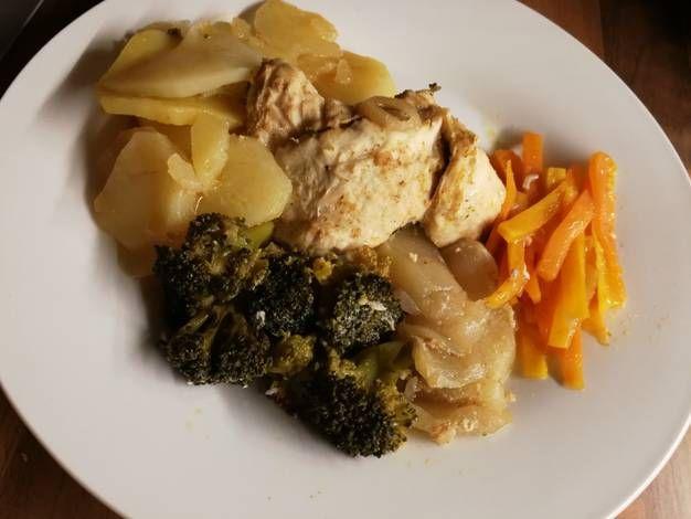 Alufóliában sült zöldségek csirkemellel