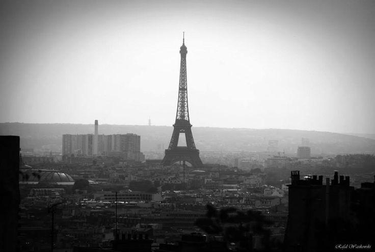 La belle Paris, le ville d'amour, la maison d'artistes. :)  Beautiful Paris, city of love, home of artists. #black and white #postcard #france https://www.facebook.com/WasikowskiPhotography