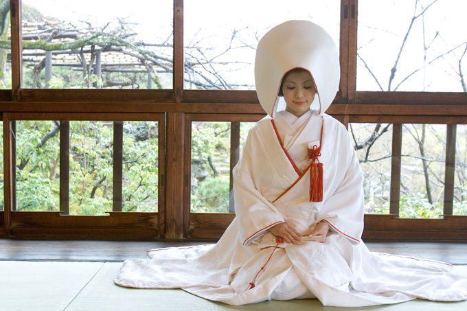 Abito nero e bianco per matrimonio buddista