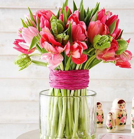 Frische Blumen zu Ostern müssen einfach sein! Osterglocken, Krokusse, Narzissen und Tulpen bringen zum Fest fröhliche Frühlingslaune in die Wohnung...
