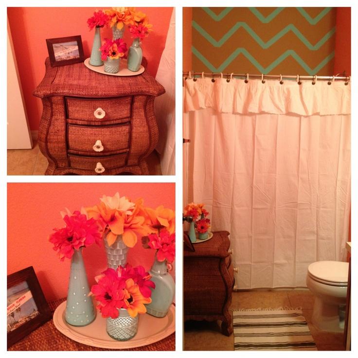 Coral Bathroom Ideas: Aqua And Coral Bathroom Decor With Beige And Aqua Chevron