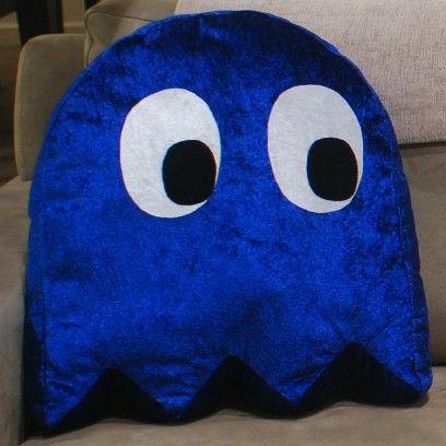 Pacman Ghost Plush Pillow Cushion by StarGallery on Etsy Diy Pillows, Decorative Throw Pillows, Cushions, Felt Crafts, Diy And Crafts, Felt Pillow, Plush Pillow, Diy Fan, Retro Gamer