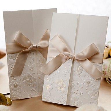 Invitation de mariage en relief à trois volets avec un arc de ruban (ensemble de 50) – USD $ 49.99