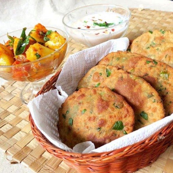 Crispy poori made with bajra, methi and aloo.