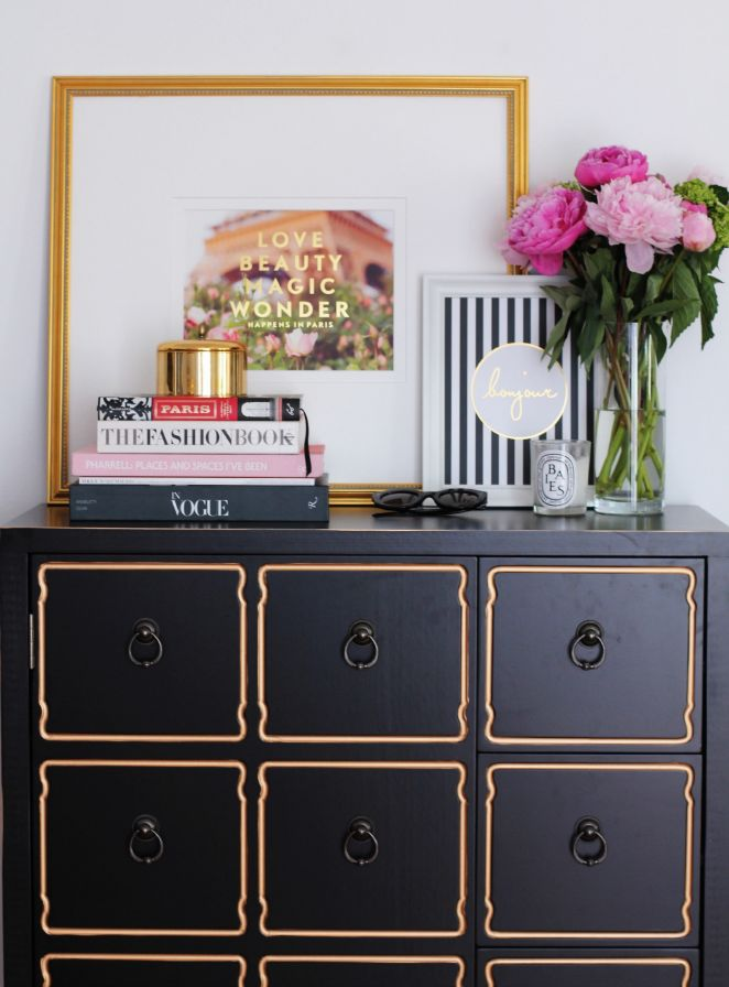 Beautiful entrance - love the Bonjour print, dresser and flowers