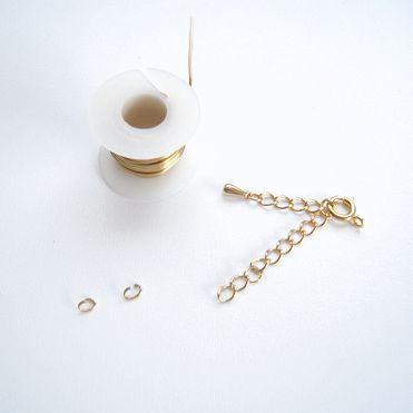 ワイヤーを三つ編みして作ったシンプルブレスレットです!...