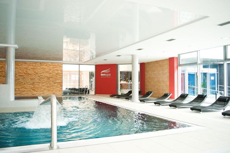 Relaxačný plavecký bazén s vírivkou a vodnými atrakciami - Hotel Tenis