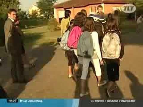 Rentrée Scolaire : Premier Jour en Sixième - Toulouse - Passer du Primaire au Collège n'est pas chose aisée. Margaux partage avec nous sa première journée, s...