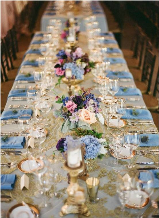 Using colour with the gold damask table cloth really enhances the vintage theme to make it more elegant than shabby sheek. A nice twist on the ever expanding vintage theme
