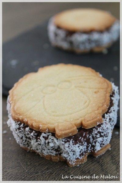 J'ai récemment eu la chance de recevoir un super moule en silicone et un poussoir en forme de mouton de mon nouveau partenaire : Pure Cake ! En deux mot, Pure Cake est une boutique en ligne de pâtisserie. Mais ce qui fait qu'elle se démarque des autres...