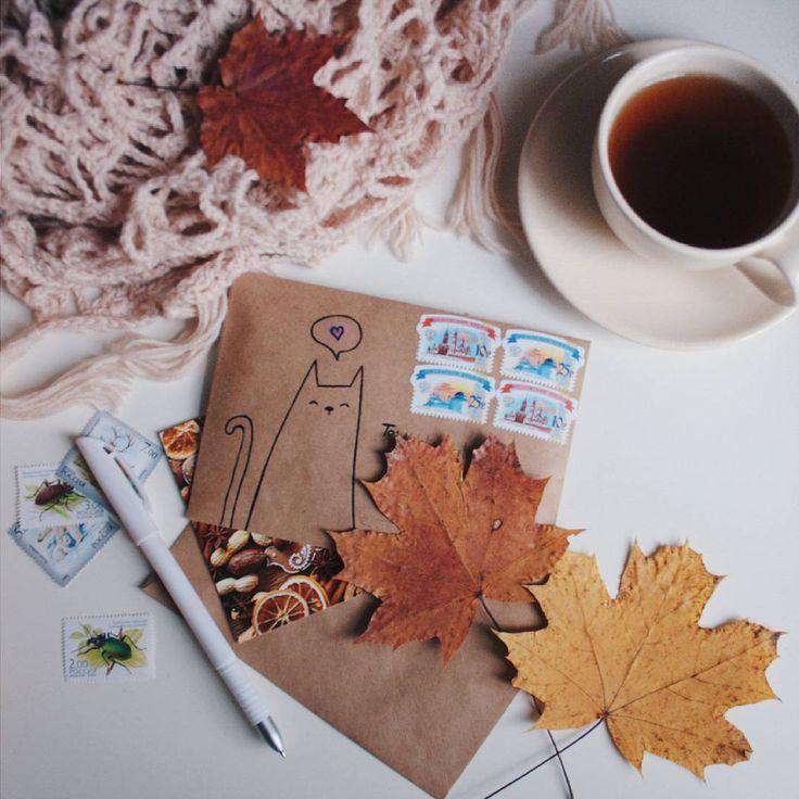 «Лучший рецепт от тоски в холодные снежные октябрьские будни: крепкий кофе, теплый свитер и настоящие  бумажные письма  Наташа, @klwsk надеюсь, мое…»