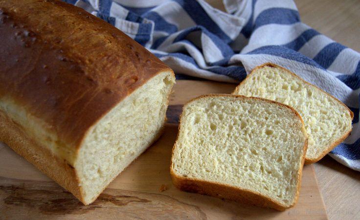 Super lækkert hjemmelavet kærnemælks-franskbrød som på en gang er både let og luftigt og dejlig svampet. Et rigtig gammeldags, hvidt franskbrød.