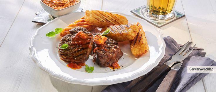Gegrillte Rinderfilet-Medaillons mit Paprikabutter und Kartoffeltaschen – Rezepte von ALDI Nord