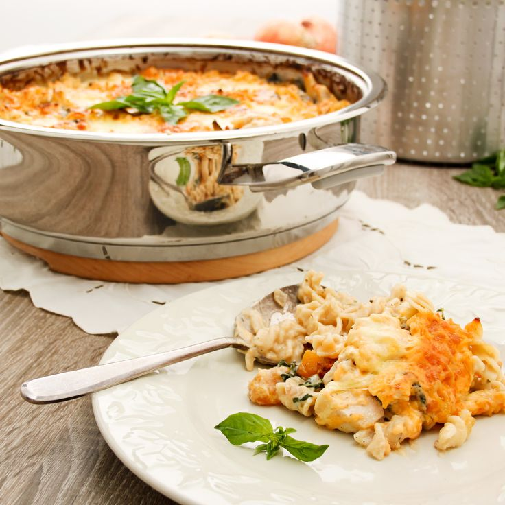 Baked chicken, spinach and butternut pasta in AMC Synergy 30 cm Roaster
