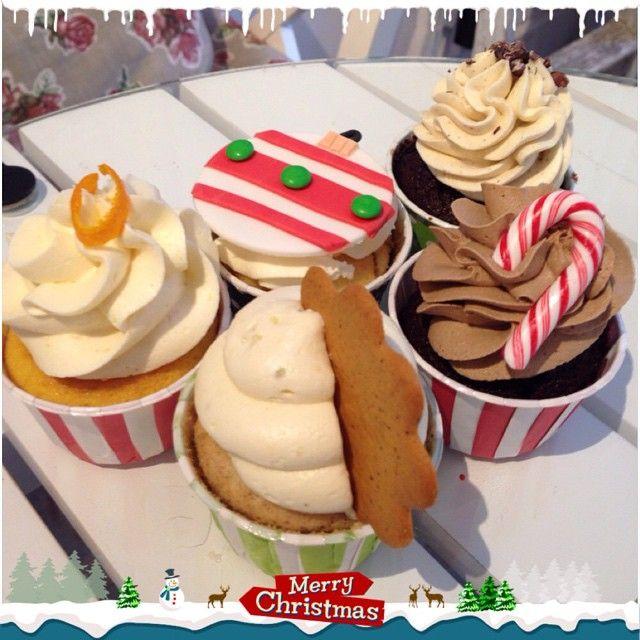 Hela juluppsättningen ❤️ Kom förbi! #cupcake #christmas #jul #saffran #pepparkaka #polkagris #knäck #chai #glögg #apelsin #choklad #onsdagsmys #lilllördag #göteborg #linné #gbgftw