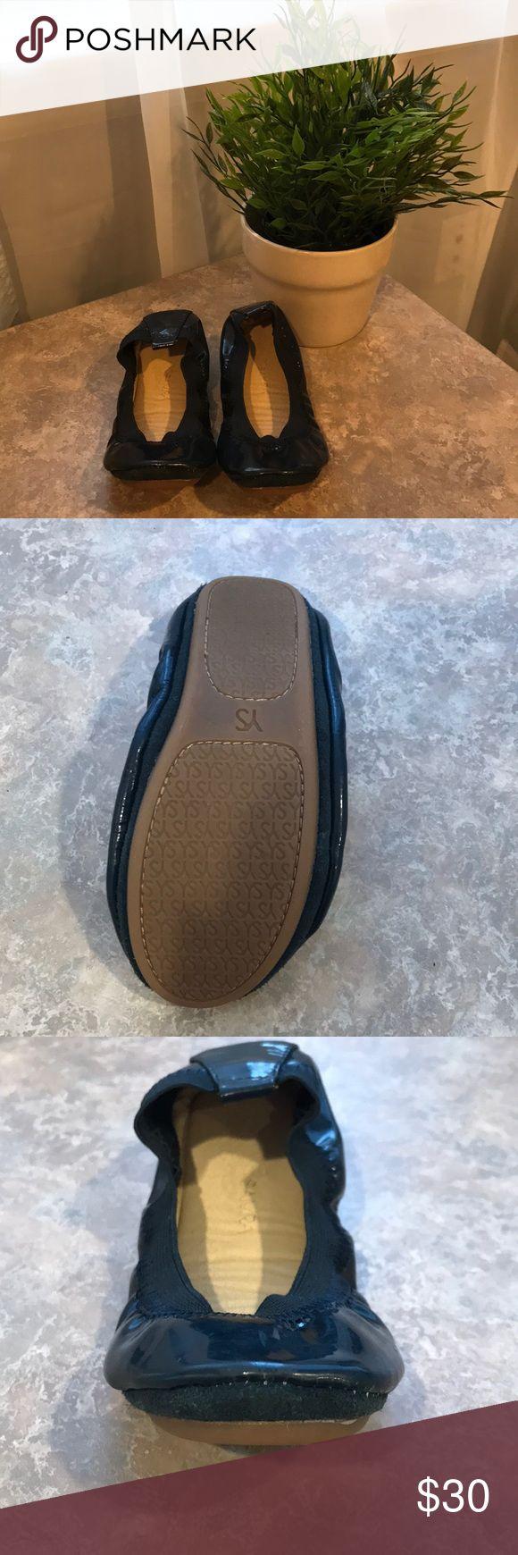 Yosi Samra toddler size 11 navy patent shoe Yosi Samra toddler size 11 navy patent shoe in great condition.  They were barely worn. Yosi Samra Shoes Dress Shoes