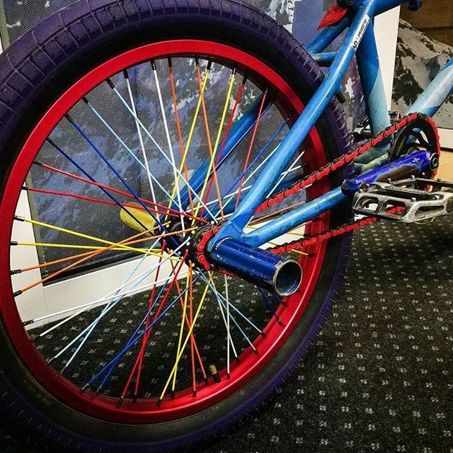 życie nabrało koloru #bmx #rower #zajawka #wheel #colourful #spokes #szprychy #rim #salt #dartmoor #wtp #wethepeople #jlc #jlcbmx #purestreet #nowytarg #serce #verde #4pegs4life #48 #rainbow #colour #nice #loveit #like4like #likeforlike #likeback