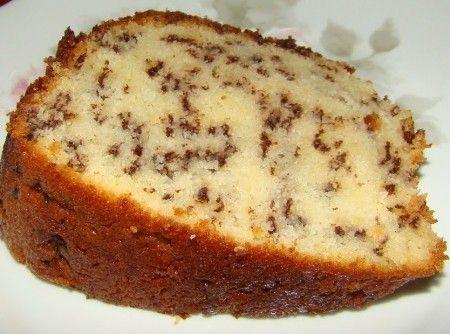 Receita de Bolo Formigueiro - 1 copo (americano) de leite, 2 copos (americano) de farinha de trigo, 4 ovos (claras em neve), 1 1/2 copo (americano) de açúcar...