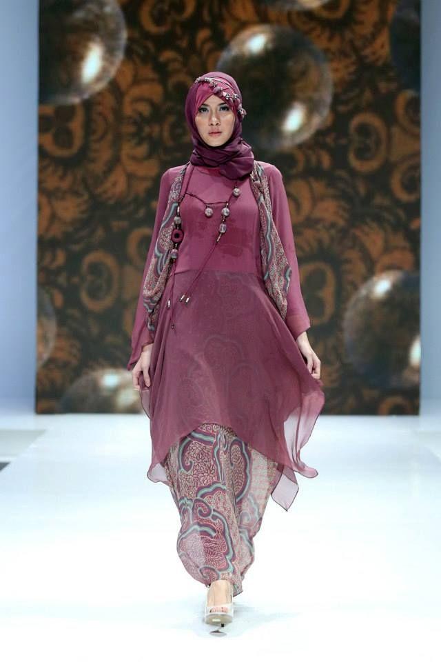 "Qonita Gholib ""Unity in Diversity"", Indonesia Islamic Fashion Fair 2013"