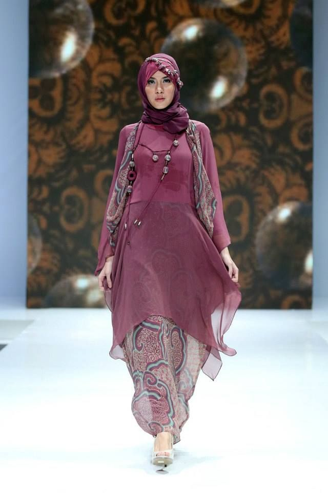 "Qonita Gholib ""Unity in Diversity"", Indonesia Islamic Fashion Fair 2013"