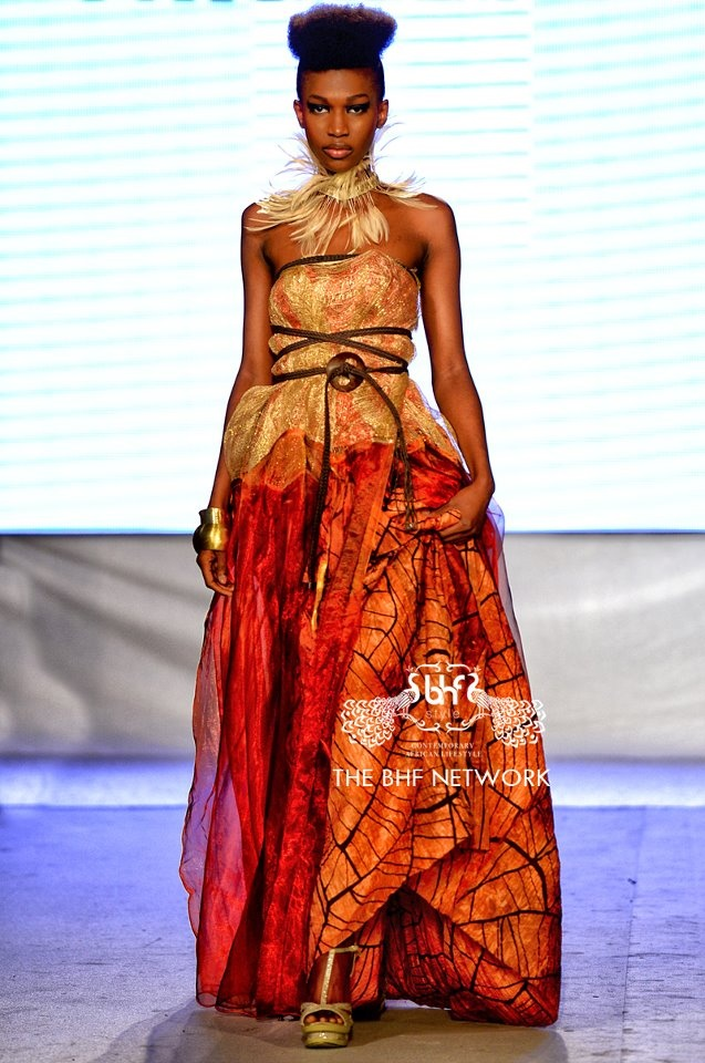 Perfect wedding dress for second marriage with the decoration the same colors. Moda Africana THE BHF NETWORK