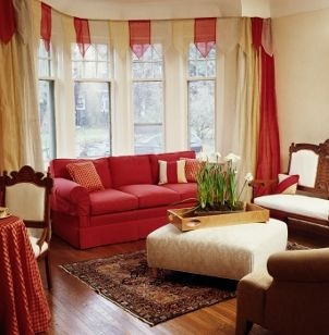 Red curtains dress up bay window curtain rod