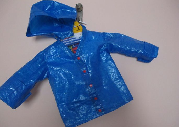 Kid's Raincoat from an IKEA Bag http://www.ikeahackers.net/2013/04/kids-raincoat-from-ikea-bag.html