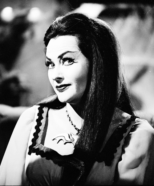 """Lily Munster from """"The Munsters"""", vielleicht die erste TV-Serie, die ich überhaupt gesehen habe ..."""