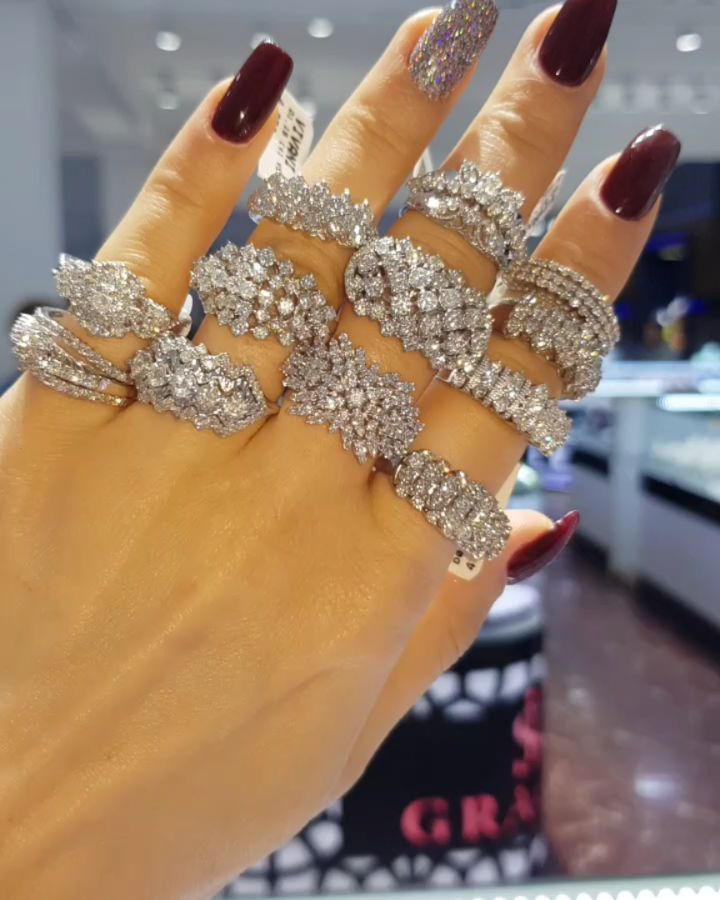 Lacin Ticaret Merkezi Xalqlar On Instagram Dunyanin Butun Sergilerinden Getirilmis Qizil Briliyant Zinet Diamond Dreams Jewelry Instagram