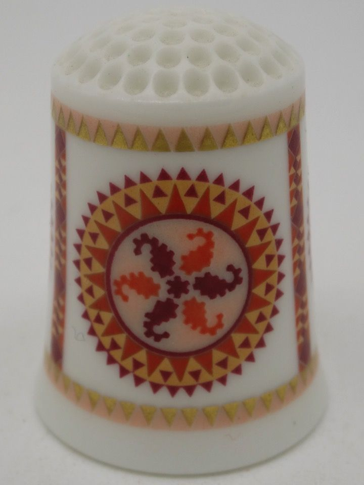 Mariners Compass circa 1885. The American Heirloom Quilt Collection. Franklin Porcelain. Thimble-Dedal-Fingerhut.