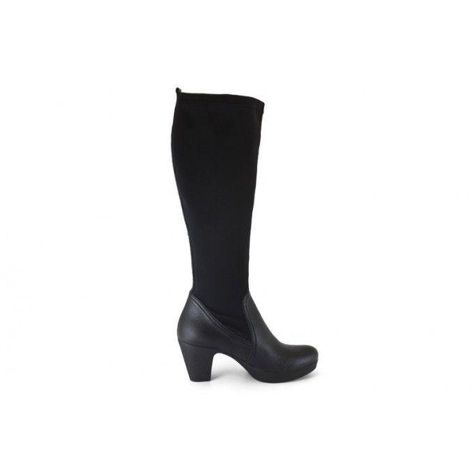 Marca: Mikaela  Colección: Otoño invierno 2013 2014 - AW 13-14  Bota alta de piel y lycra en color negro.Botas altas con caña ancha, adapta...