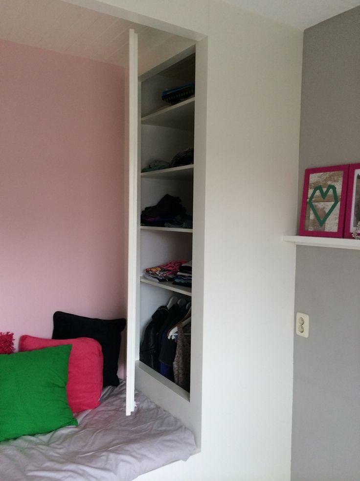 Kleine slaapkamer met kledingkast en bed op maat door EDWORK Zwolle!