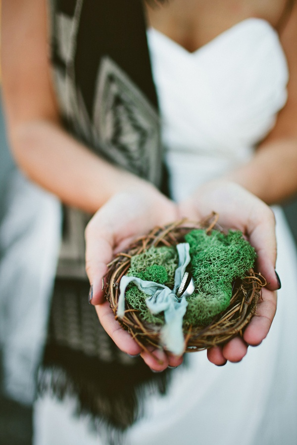 Ring Nest. I love this, and I love that the bride is wearing a scarf. :)