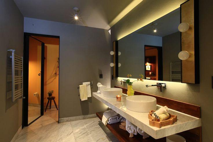 Hotel Dos Casas en San Miguel de Allende: Baños de estilo  por Germán Velasco Arquitectos