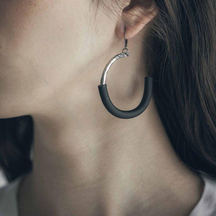 VARDAR || Artisan earrings, handmade in Canada by Anne-Marie Chagnon (2017) || Boucles d'oreilles faites à la main à Montréal, par l'artiste bijoutière Anne-Marie Chagnon