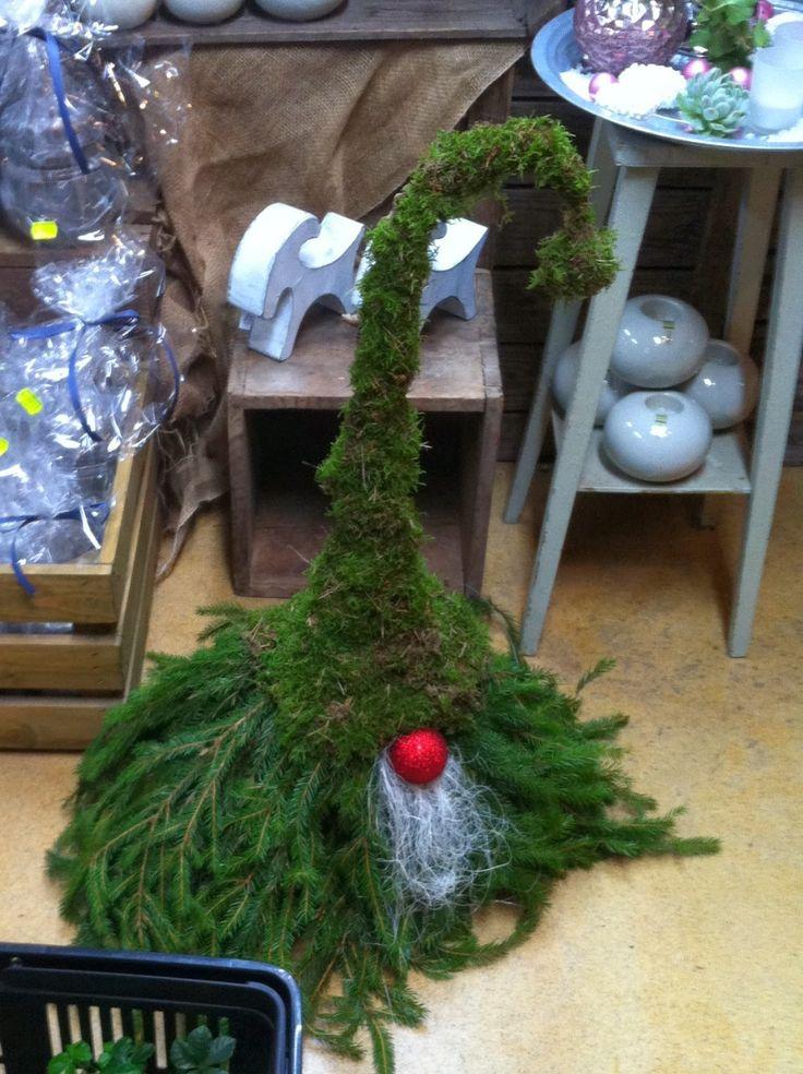 Inspiration och kreativitet: Kransar, julgrupper och tomte i granris och mossa