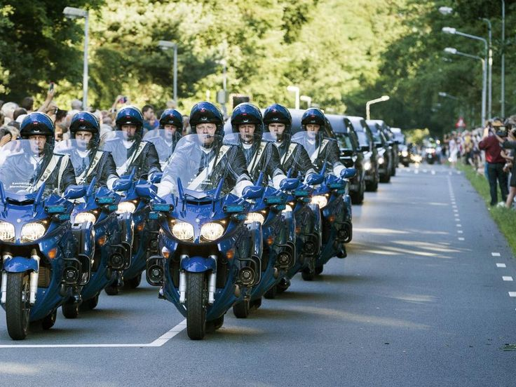 First 40 victims MH17 arrival in Netherlands. Military escort to Hilversum
