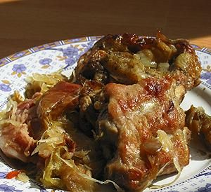 Żeberka duszone w kapuście: Takie pachnące i takie pyszne! W sam raz na zimowy obiad!<br />