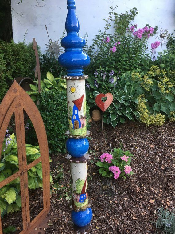 Stele In Royal Blue With House Motifs In 2020 Raku Keramik Handgefertigt Gartenstelen