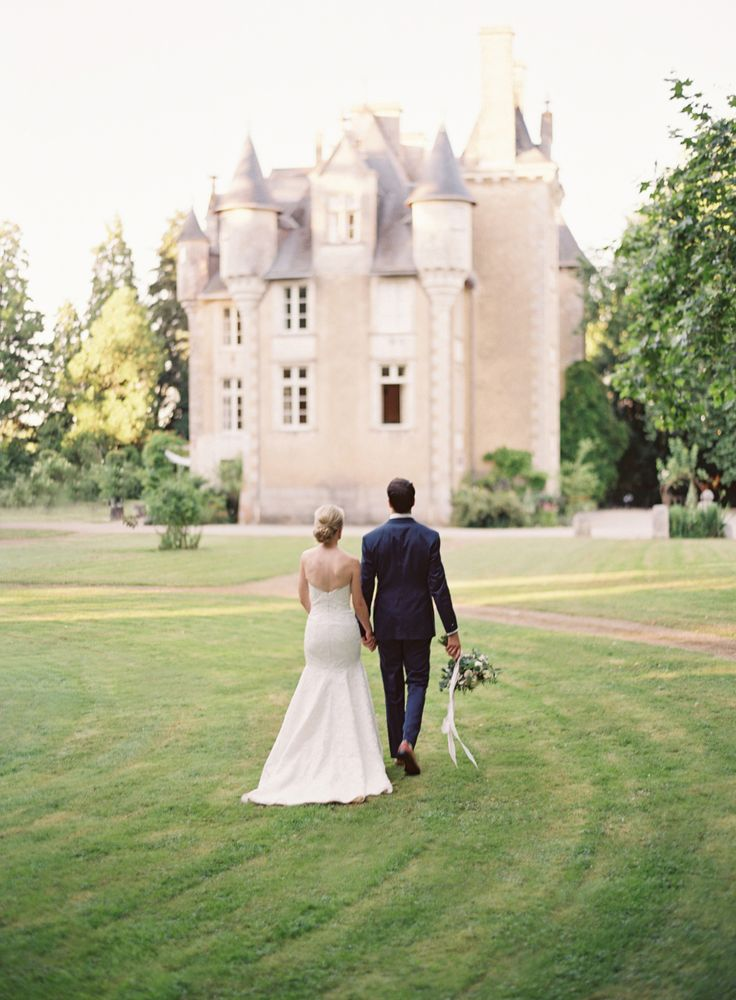 5 things you should wait to do until you find your wedding venue: Photography : Oliver Fly Photography | Venue : Chateau St. Julien | Bridesmaids' Dresses : Amsale | Wedding Dress : Modern Trousseau | Coordination : Chateaux Avenue Read More on SMP: http://www.stylemepretty.com/2017/03/09/5-things-you-should-wait-to-do-until-you-find-your-wedding-venue/