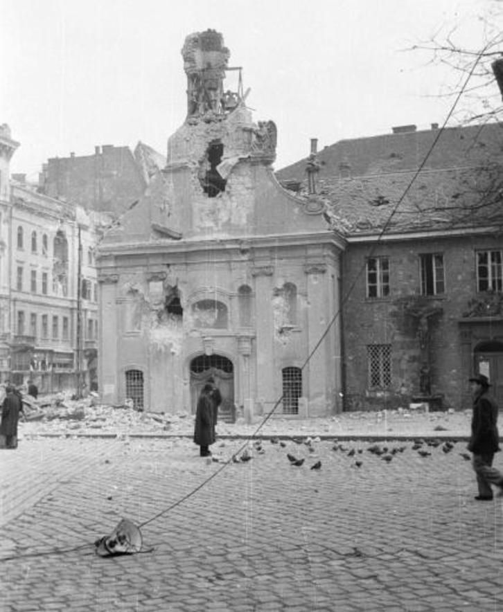 Photos: Budapest's streets during the 1956 revolution | WeLoveBudapest.com