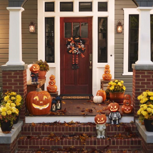Give trick-or-treaters a fright with a front porch filled with scary easy Halloween decorations.