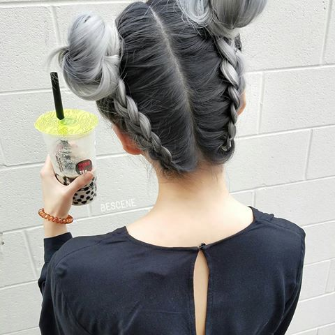 SILVER BRAIDED BROODJES & bubble tea 😅 niet meer Aziatische dan dit 😂 gebruikte al @schwarzkopfusa & @brazilianbondbuilder # b3 voor de kleur.  Braids door @hairbyapes 👌 hier is de kleur * FORMULE * base: 4-13,5-12, E-1,0-22 SILVER: Zilveren van zilver / wit, 9,5-1, 0-11, E-1.  allemaal met 7vol.  #blondme premium care developer!  #BESCENE