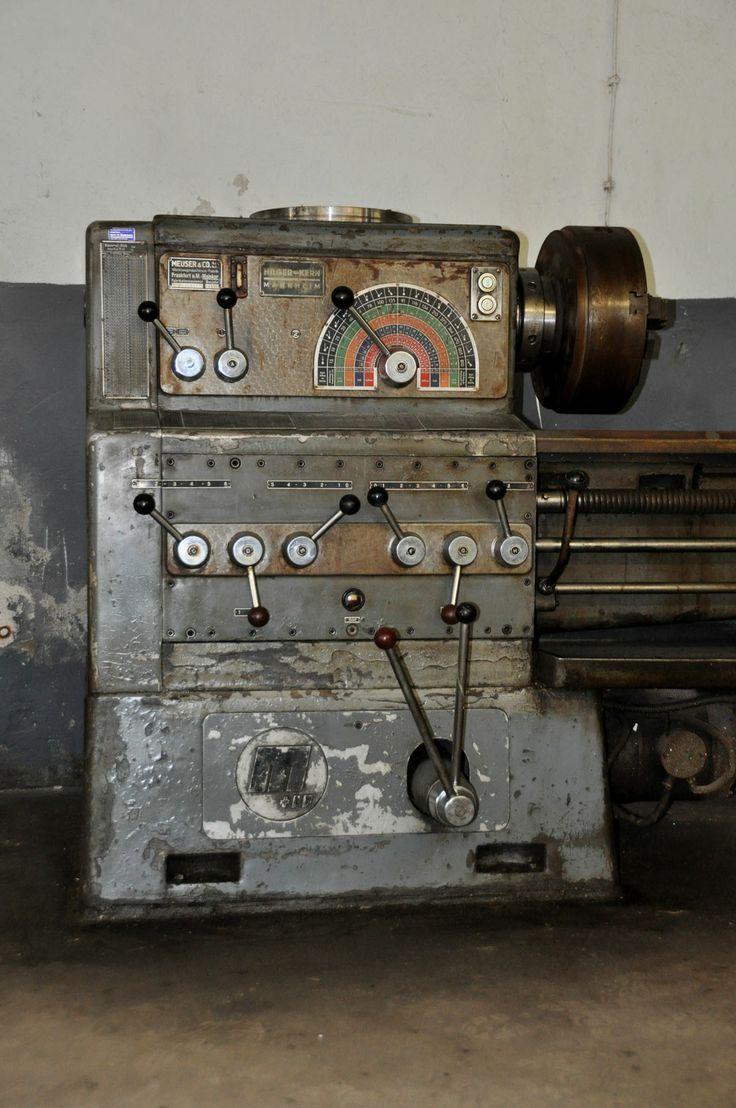 Das Bild zeigt eine Meuser Leitundzugspindel Drehbank gebraucht