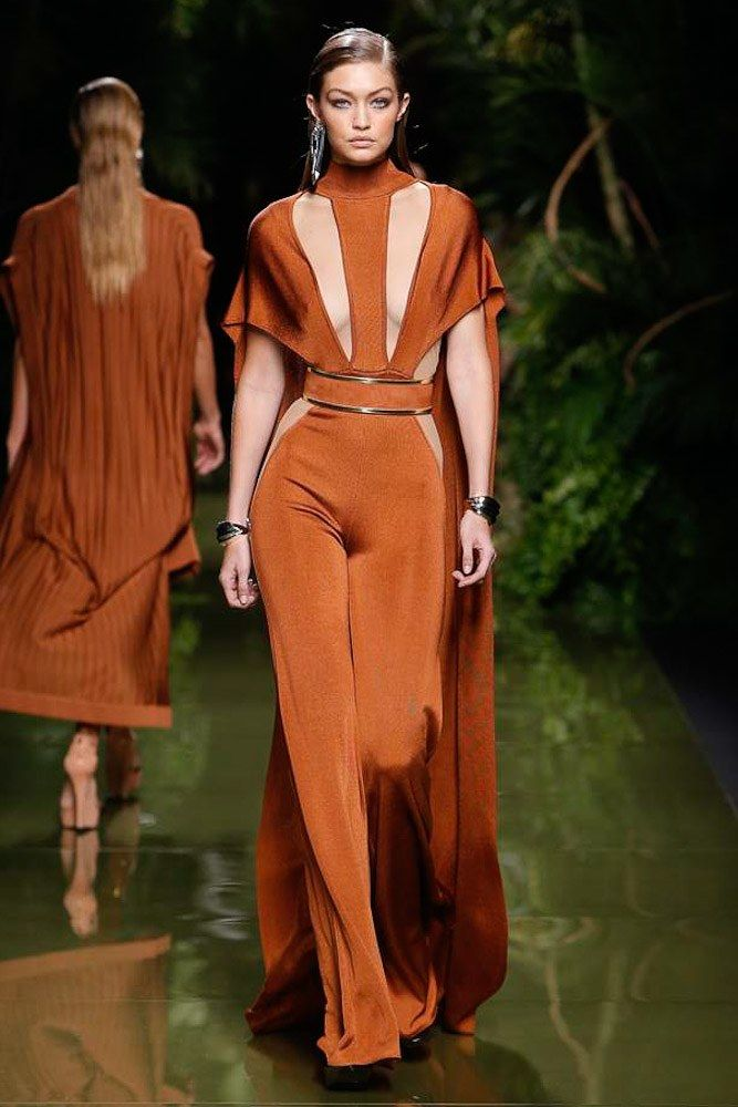 View the complete Balmain Spring 2017 collection from Paris Fashion Week.